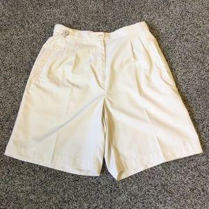 4 Liz Golf cream shorts
